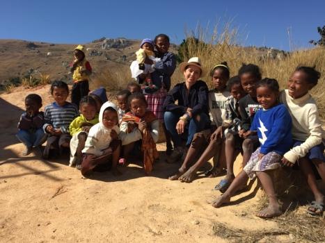 Sophie Jovillard à Antsirabe / Echappées Belles / Madagascar / France 5